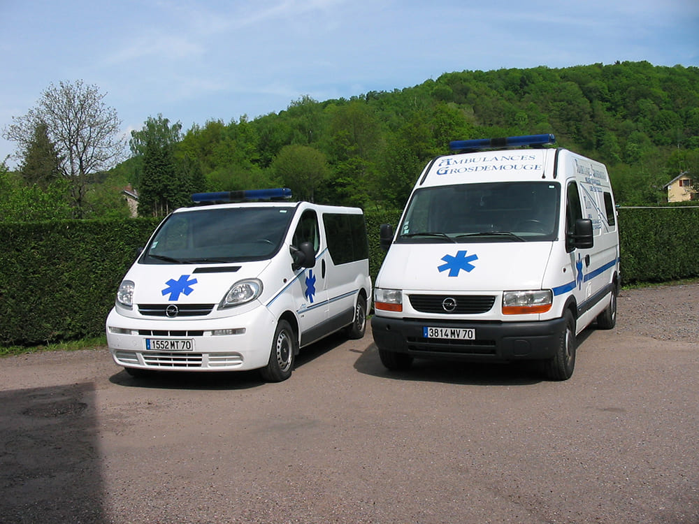 2 types Ambulance Grosdemouge